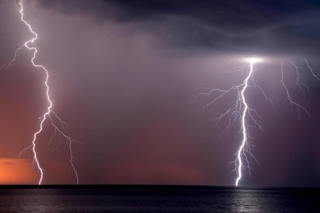 lightning-strikes-the-water-off-hallett-cove-data